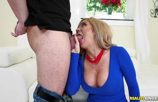 Cheerful busty mature blonde girlie Parker Swayze has her way with hunk