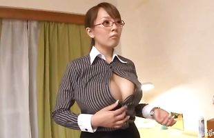 Curvaceous mature Hitomi Tanaka and boyfriend are having sex and enjoying it a lot