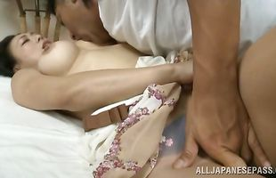 Lustful mature girlie is who likes to give a blowjob to stranger