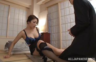 Fresh mature floosy Reiko Kobayakawa works out on a hard lever