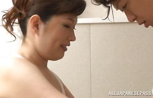 Sex appeal busty mature bimbo Reiko Shimura spreads her legs for hardcore action