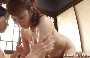 Naked mature Tomori Tokine enjoys a foreplay with her stranger
