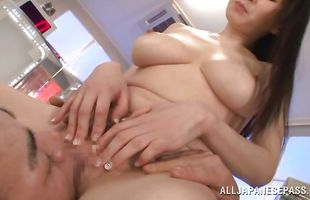 Hot beauty Hitomi Oohashi puts a hard lever in her wet mouth
