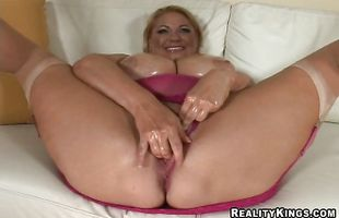 Marvelous mature girlfriend Samantha 38g with nasty ideas on her mind is getting fucked while standing