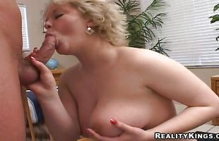 Guy knows hot to please a mature girl Ava with huge tits
