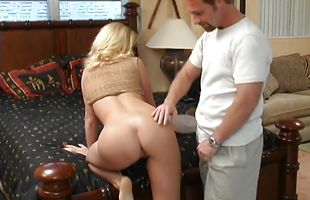 Prodigious blonde diva Tarah wants to ride big pipe