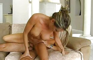 Lusty mature brunette Tessa West got fucked before she even had a decent breakfast