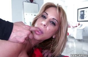 Wanton mature blonde Alyssa Lynn gets banged in all her juicy cuchy