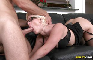 Sassy blonde Kaylee Brookshire gives a great blowjob