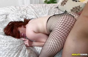 Magnificent beauty Veronica Vain squirms on a throbbing trouser snake