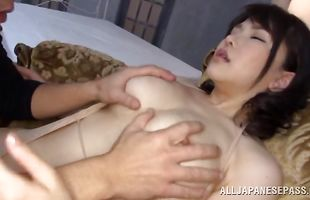 Captivating lady pleasures a dink in