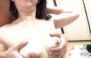 Magical mature babe gives a passionate blowjob to her guy