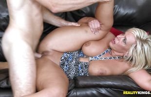Ravishing busty mature perfection Carey Riley bangs brutal lover