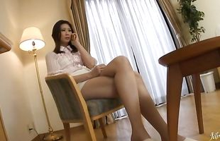 Glamor mature Nanako Yoshioka loudly cums on a pulsating packing monster