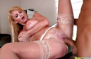 Luxurious blonde mature Taylor Wane and stranger were home alone and so they decided to fuck