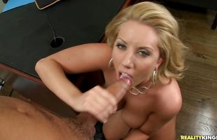 Mouthwatering mature blonde minx Heather Summers with big ass gives crazy blowjob