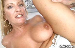 Astounding mature Robbye Bentley with huge natural tits gets fiercely drilled
