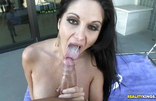 Hunk gets wang sucked by delectable brunette Ava Addams