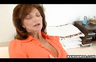 Dishy mature brunette lady Deauxma has a fine time riding the hard cock