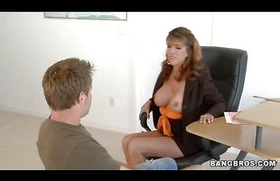 Pretty housewife Rachel Rivers got fucked hard from the back and then she sucked male's chili dog